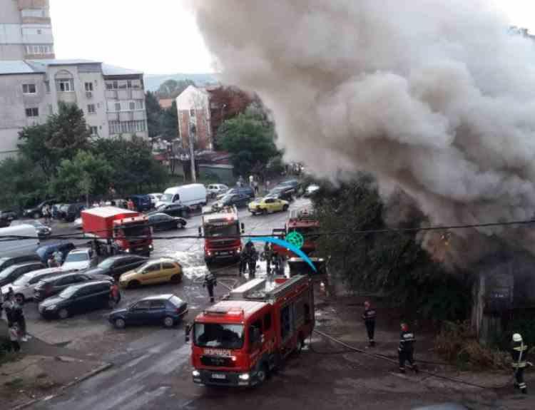 Șapte locuințe au fost distruse într-un incendiu devastator izbucnit în Bârlad