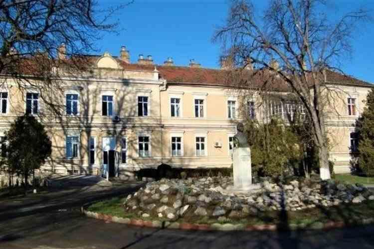 O tânără de 25 de ani, internată la spitalul din Târnăveni, s-a sinucis