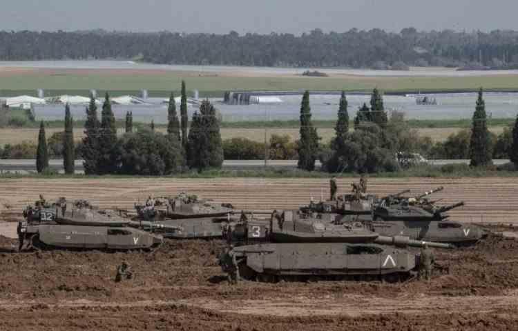 Israelul a comasat trupe la graniţa cu Fâşia Gaza şi se află în diverse stadii de pregătire a operaţiunilor terestre