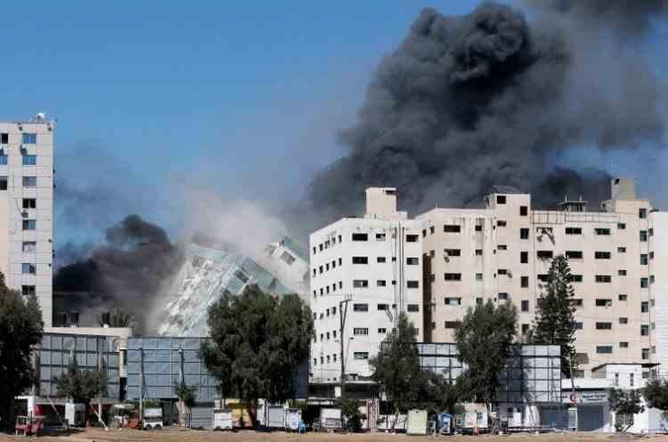 Imobilul care găzduia postul Al-Jazeera și birourile agenției americane de informații AP din Gaza a fost distrus de un atac anunțat de armata israeliană