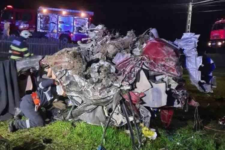 Trei tineri au murit într-un teribil accident rutier produs pe o şosea din Suceava