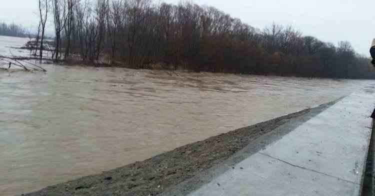 Avertizare ANM -  Pericol extrem de inundații și 17 județe se află sub avertizare de cod portocaliu