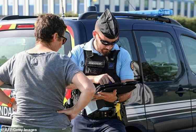 Un tânăr din Franța a rămas fără permis, la jumătate de oră după ce l-a obținut