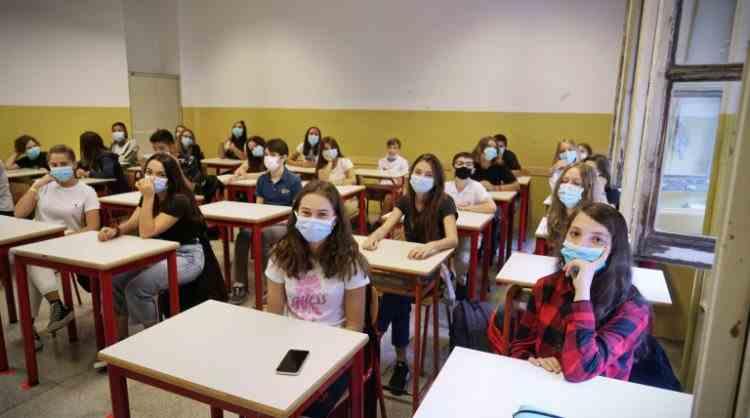 Copiii între 12 și 15 ani se vor putea programa pentru vaccin începând de săptămâna viitoare - Anunțul făcut de Valeriu Gheorghiță