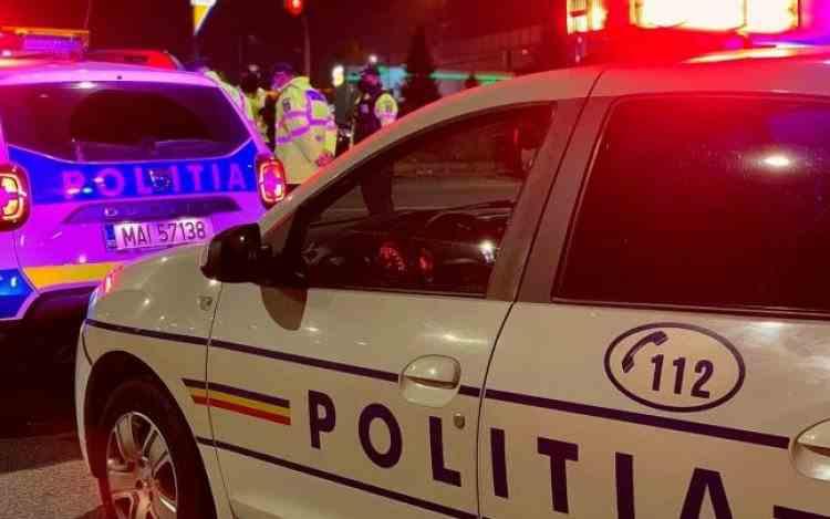 O fată de 12 ani din Petroșani a fost atacată în scara blocului de un bărbat înarmat cu un topor