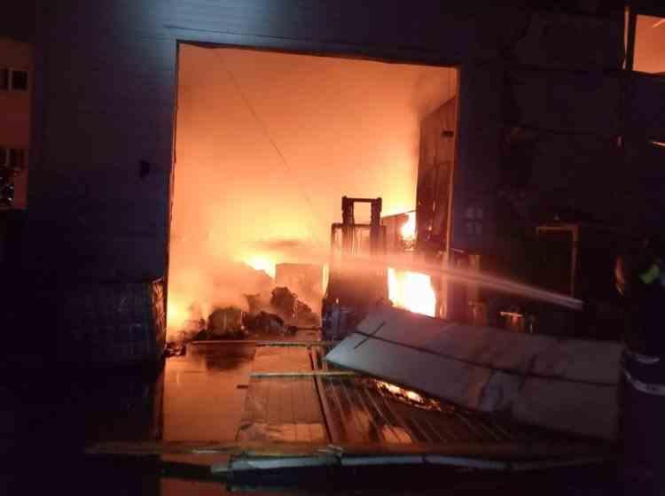 Pompierii au găsit un cadavru carbonizat în interiorul incineratorului de deșeuri periculoase de la Brazi - Nu mai sunt focare vizibile