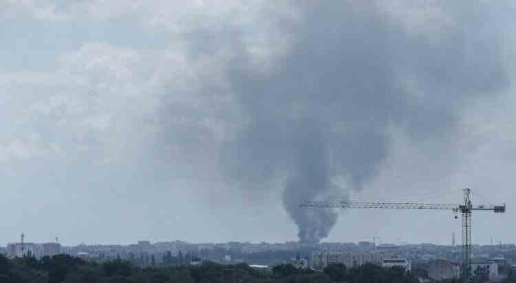 Un incendiu a izbucnit la un depozit de deşeuri din București - În interior sunt butelii şi recipiente sub presiune