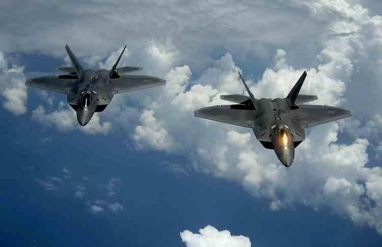 Cel mai bun avion de vânătoare din lume: F-22 Raptor versus cinci F-15