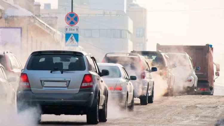 Proprietarii de mașini mai vechi de 15 ani ar putea fi taxați