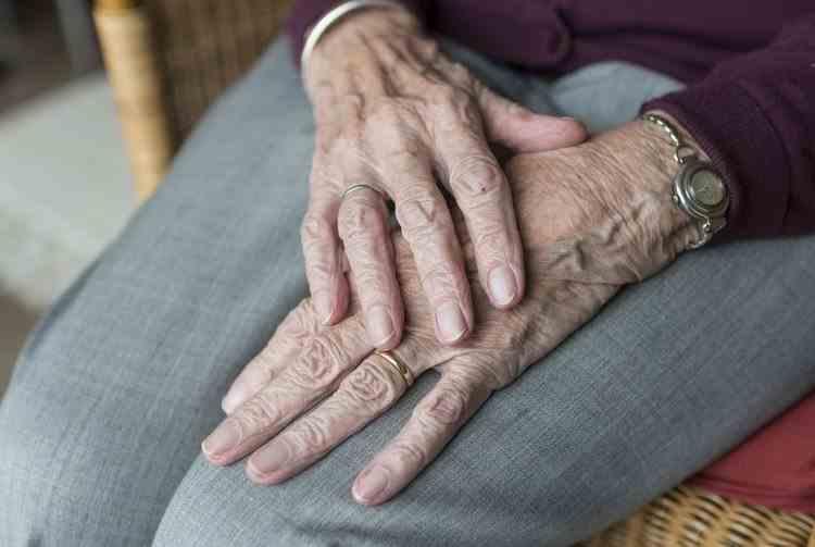 Ministrul Muncii: Trei sferturi dintre primăriile din țară nu au nicio evidență cu privire la persoanele vârstnice vulnerabile