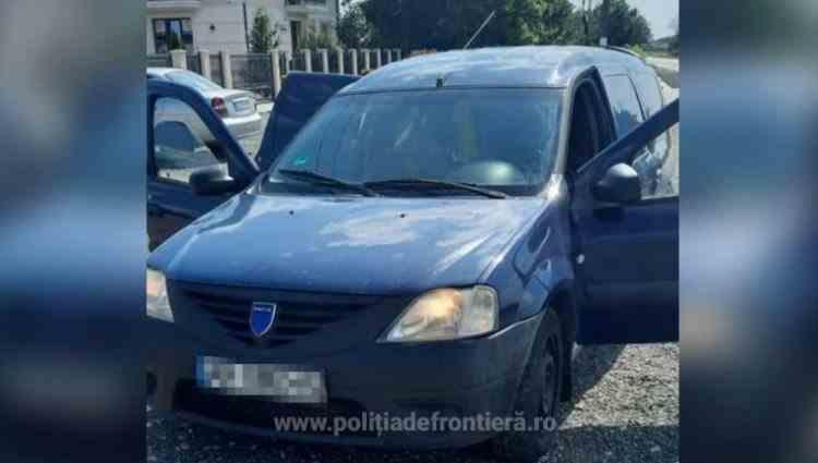 Polițiștii de frontieră au găsit 14 cetățeni străini înghesuiți în autoturismul unui bărbat care voia să-i ajute să intre ilegal în România