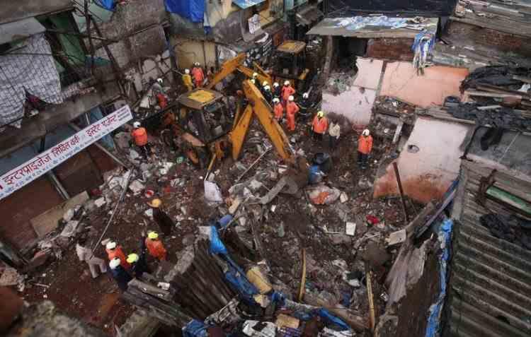 Cel puțin 11 morți, după prăbușirea unei clădiri în Mumbai