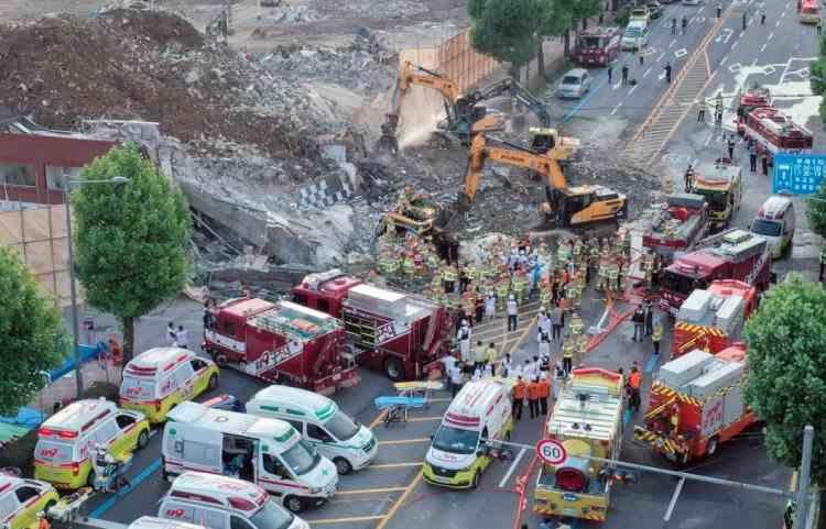 Nouă persoane au murit și opt sunt în stare gravă după ce o clădire s-a prăbușit peste un autobuz, în Coreea de Sud