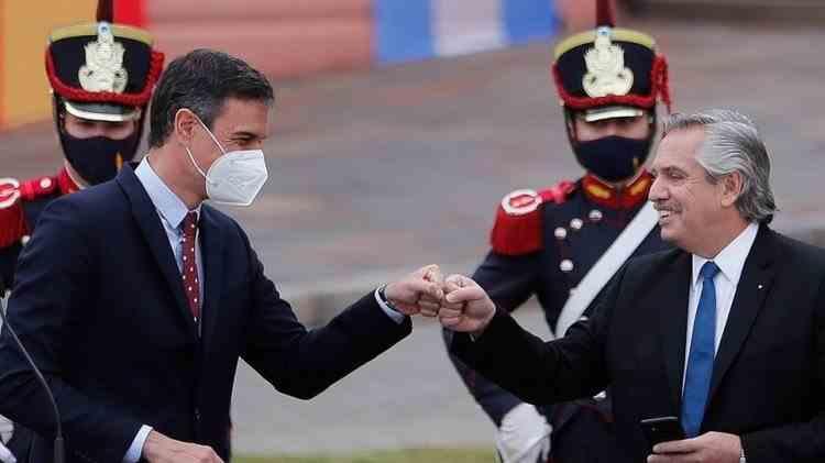 Președintele Argentinei își cere scuze oficial după ce a declarat că brazilienii se trag din junglă