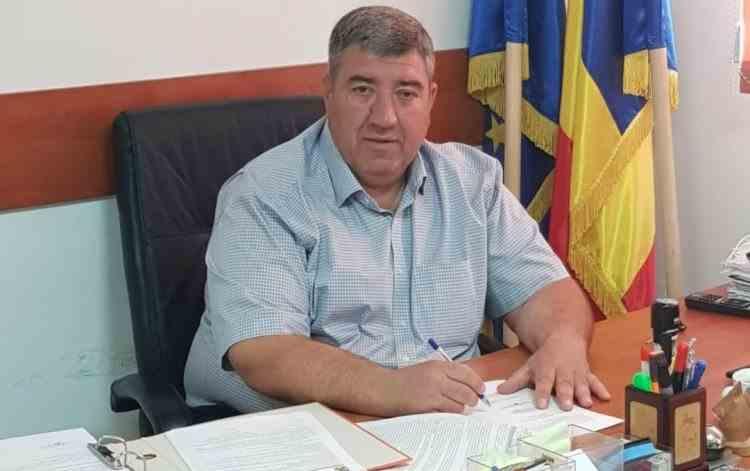 Primarul din Ștefăneștii de Jos a fost adus la audieri - Robert Ștefan este acuzat că ar fi violat o minoră de 12 ani