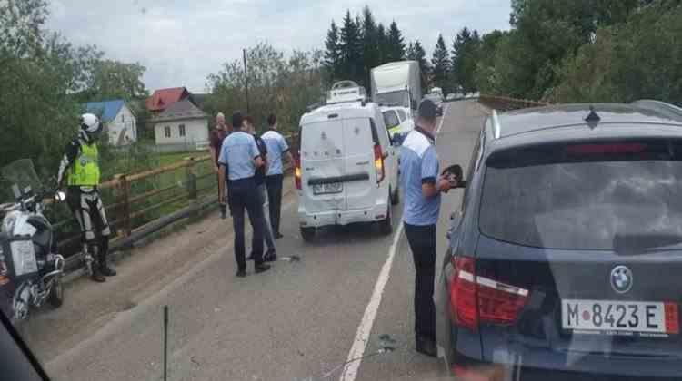 O autospecială a DSP Neamț, plină cu vaccinuri, a fost implicată într-un accident rutier