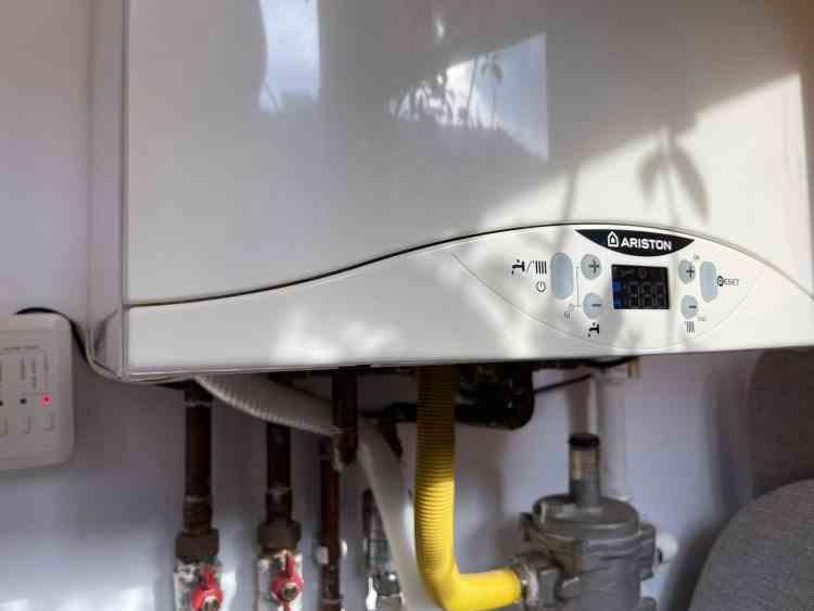 Asociația Energia Inteligenta: Centralele de apartament ar trebui taxate pentru emisiile de CO2, nu interzise