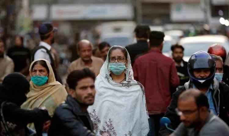 O regiune din Pakistan va bloca telefoanele celor care nu se vaccinează anti-COVID