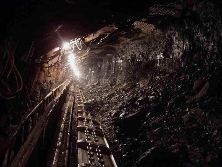 Cel puțin doi oameni au murit și alți șapte au rămas blocați în subteran, în urma unei explozii într-o mină de cărbune din SUA