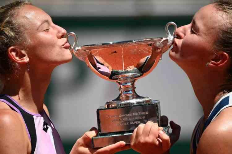 Barbora Krejcikova a câștigat și finala la dublu feminin de la Roland Garros, împreună cu Katerina Siniakova