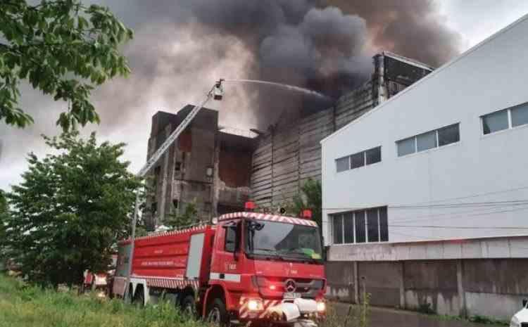 Un incendiu a izbucnit din nou la incineratorul de deșeuri periculoase de la Brazi