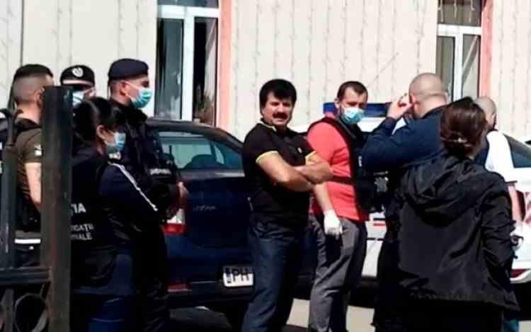 Un primar din Prahova şi alţi 15 inculpaţi într-un dosar de fraudă electorală au fost arestaţi preventiv