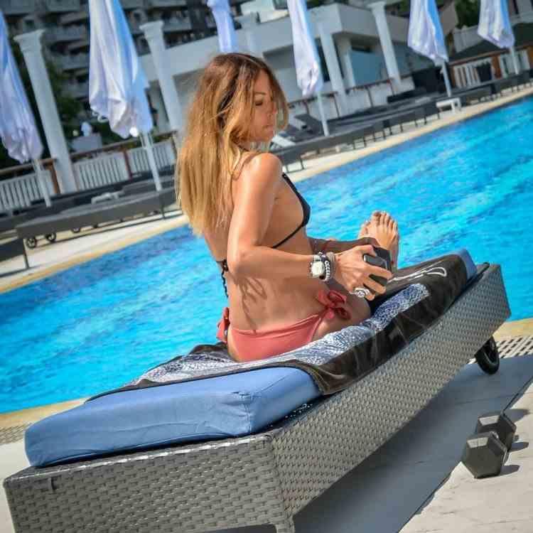 Ipostaza în care a fost surprinsă Anca Țurcașiu la piscină