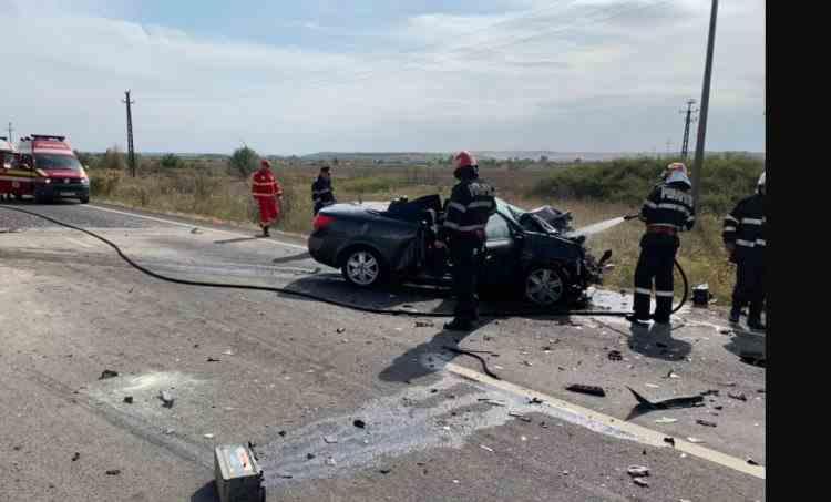 Un copil a murit și alți doi au fost răniți într-un grav accident produs pe DN 6