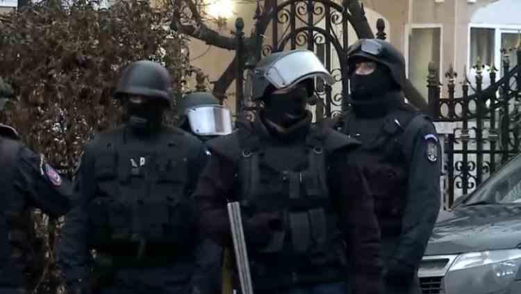 Percheziții acasă la directorul unei bănci din București - Bărbatul este cercetat pentru delapidare