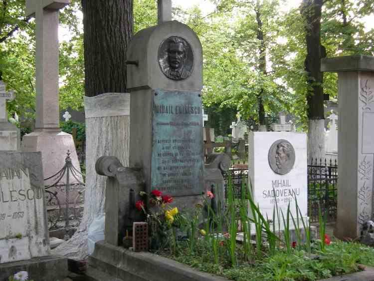 Rămășițele pământești ale lui Mihai Eminescu ar putea fi deshumate din cimitirul Bellu și mutate la Ipotești