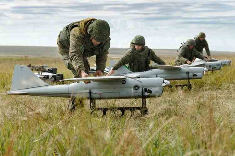Rusia și-a activat stațiile anti-dronă înainte de întâlnirea Biden-Putin: Dronele ucrainiene vor fi considerate act de agresiune