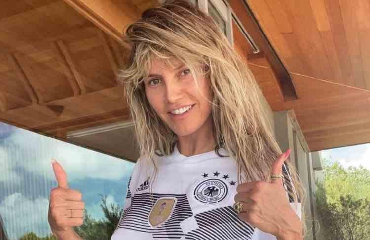 Fotomodelul Heidi Klum a renunțat la haine pentru a susține naționala Germaniei la EURO