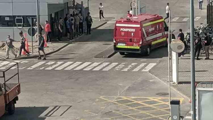 Sute de angajați ai unei uzine din Timișoara au fost evacuați în urma unui incendiu de proporții