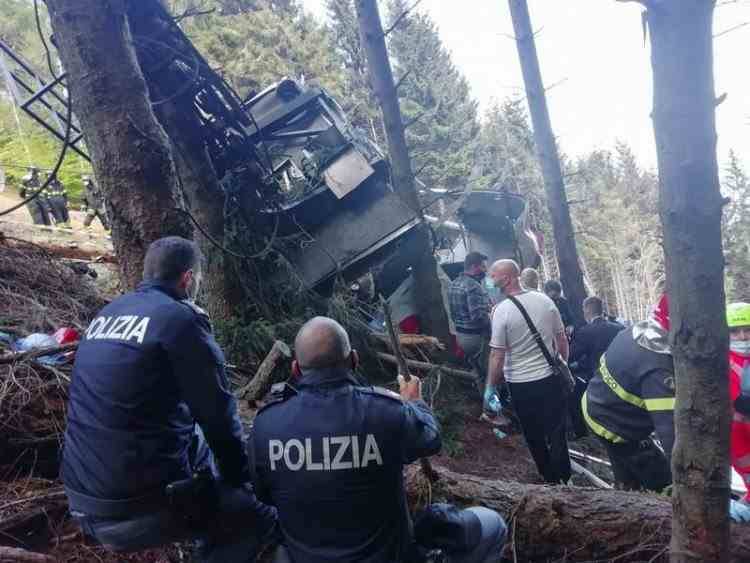 Momentul în care telecabina din Italia se prăbușește - Imaginile șocante au fost făcute publice
