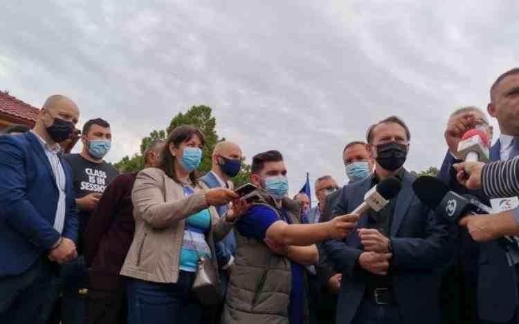 Alocațiile s-au mărit anul trecut, se măresc în fiecare an - Vizita electorală ratată a premierului Florin Cîțu la Deveselu