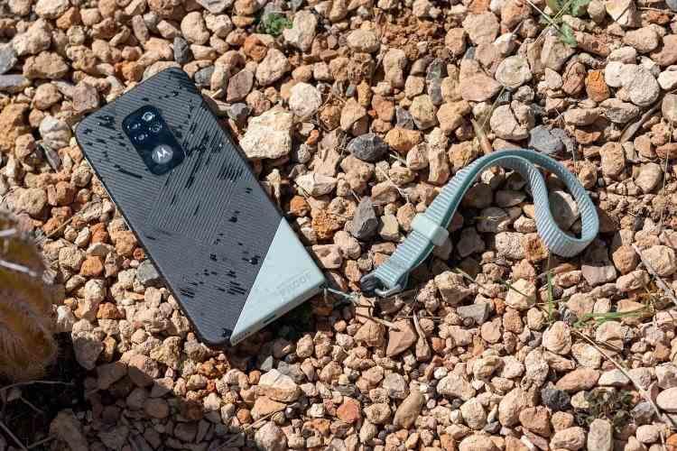Motorola lansează Defy, un smartphone certificat IP68