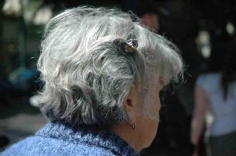 Femeile care vor să muncească până la 65 de ani pot ieşi anticipat la pensie doar cu penalizare