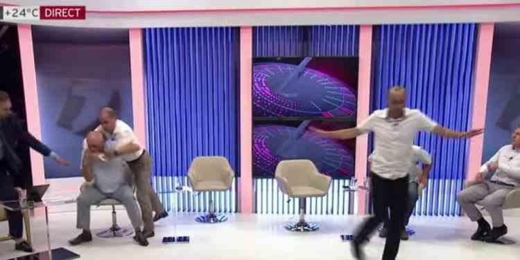 VIDEO: Bătaie în direct între doi politicieni, la un post de televiziune din Republica Moldova - Cum s-a încheiat conflictul