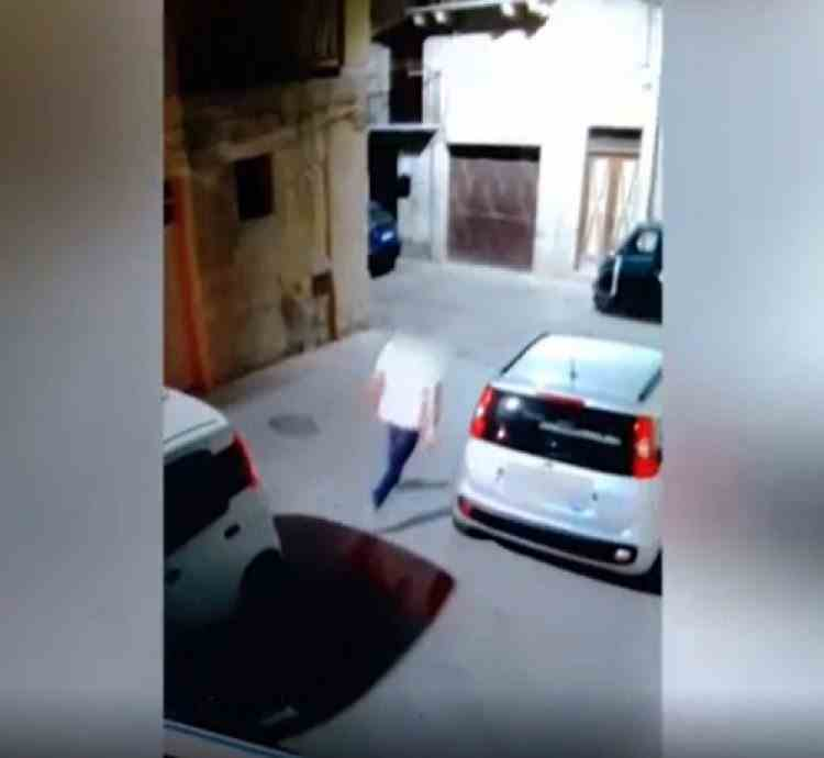 Un consilier local din Italia a fost filmat în timp ce-și împușca partenerul de afaceri