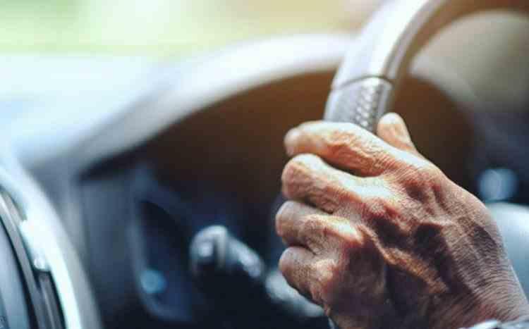 Un bunic care a vrut să-și ia nepoata de la școală, s-a rătăcit și a condus peste 500 de kilometri în direcția greșită