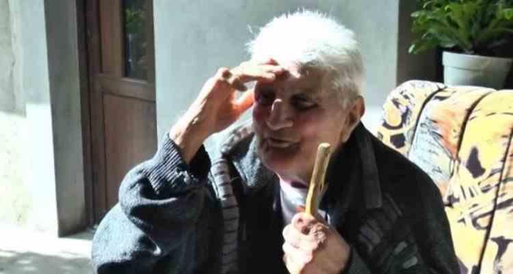 Un bătrân din Bacău, dat dispărut de 30 de ani, s-a întors acasă - În acești ani, familia i-a organizat parastase