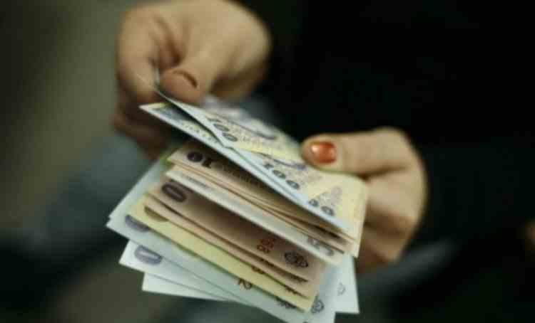 Românii cu credite vor plăti rate lunare mai mari - Banca Centrală vrea să majoreze dobânzile de două ori