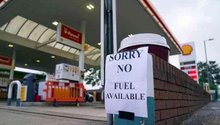 Legile concurenței se suspendă în Marea Britaniei, pentru a permite alimentarea benzinăriilor