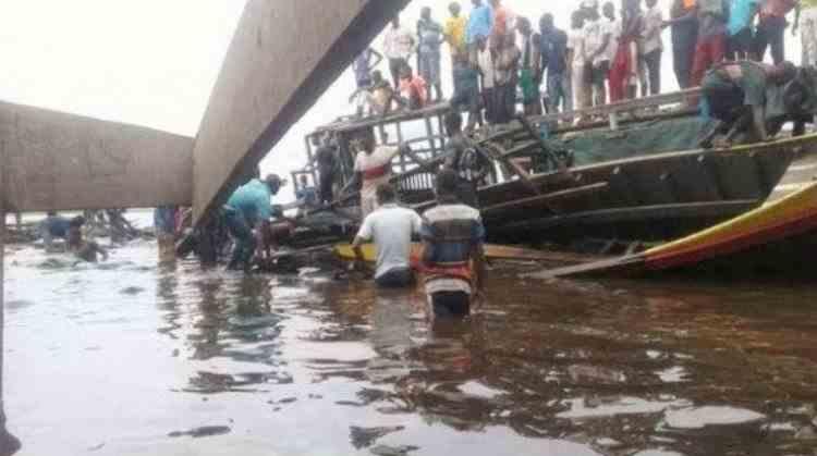 Peste 100 de oameni au murit și mai mulți sunt dați dispăruți, în urma naufragiului unei ambarcațiuni improvizate pe fluviul Congo