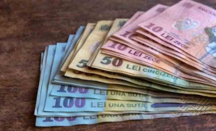 INS: Salariul mediu brut a scăzut cu aproape 100 de lei în luna august, față de luna iulie