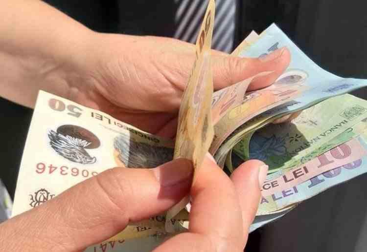 Creșterea salariului mediu, anulată de rata inflației - Milioane de români vor avea majorări de salariu negative în 2022