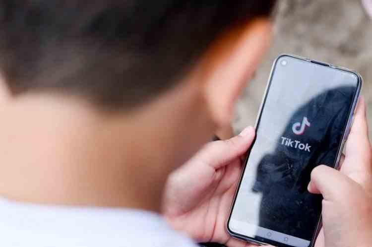 Un copil de 14 ani din Bistrița s-a sinucis după o provocare lansată pe TikTok